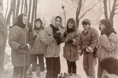 Liceum Medyczne, ferie 1991 r. Kulig. Na zdjęciu dziewczęta z klasy IV D.